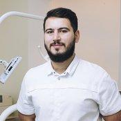 Врач стоматолого Гурген Абрамян