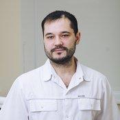 Врач стоматолого Денис Горячкин